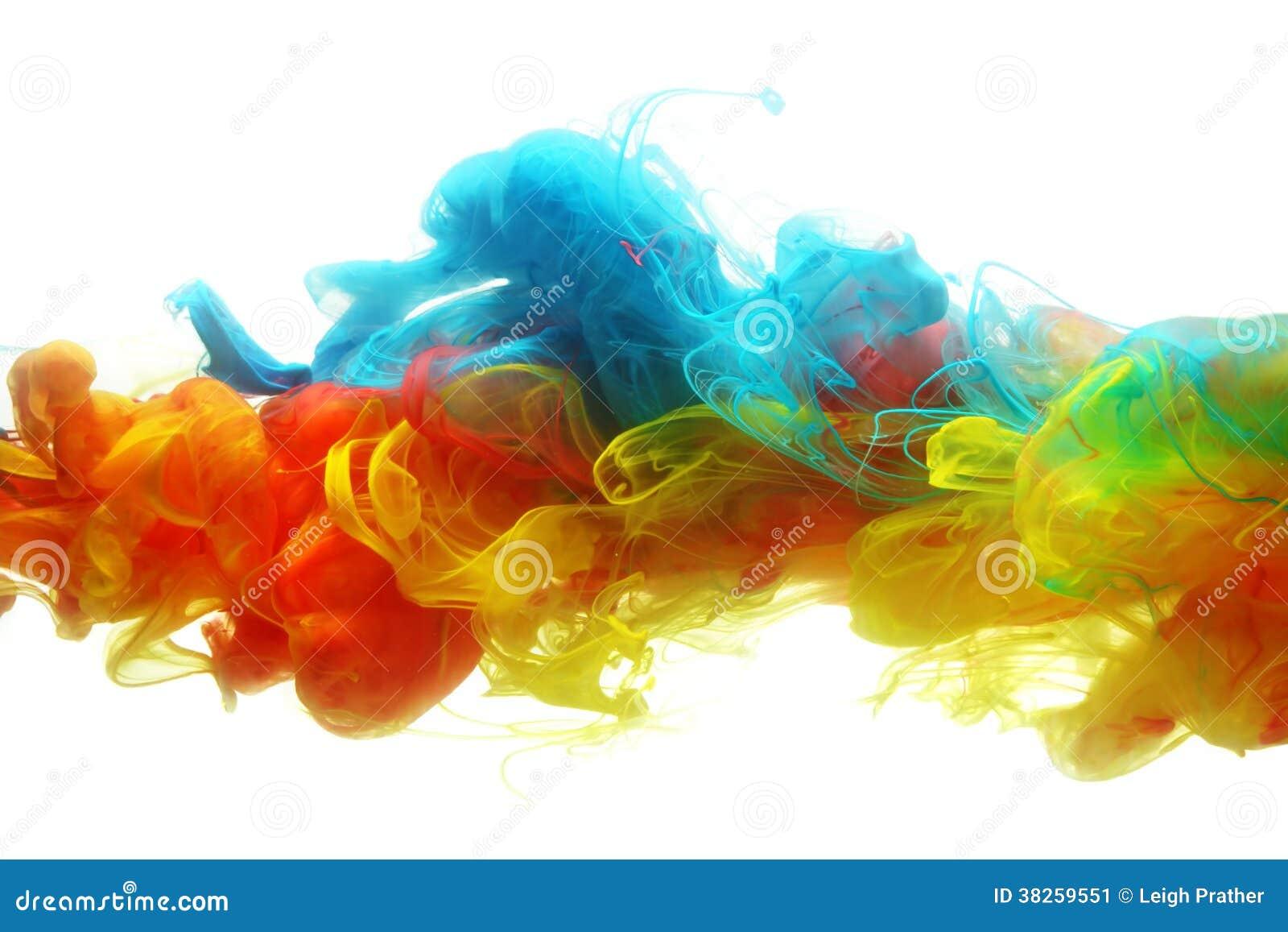 Tinta colorida en agua