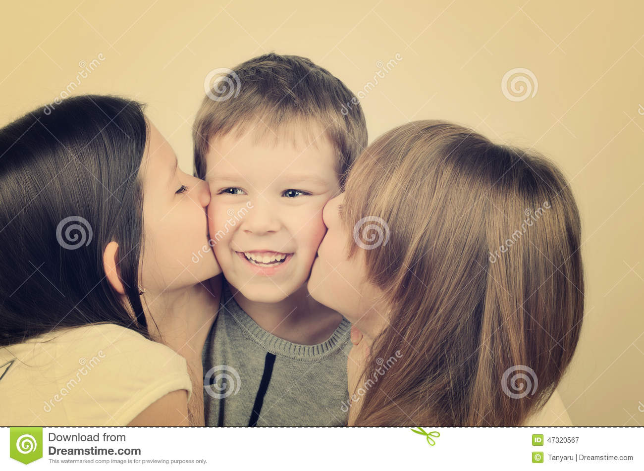 ladies kissing teens