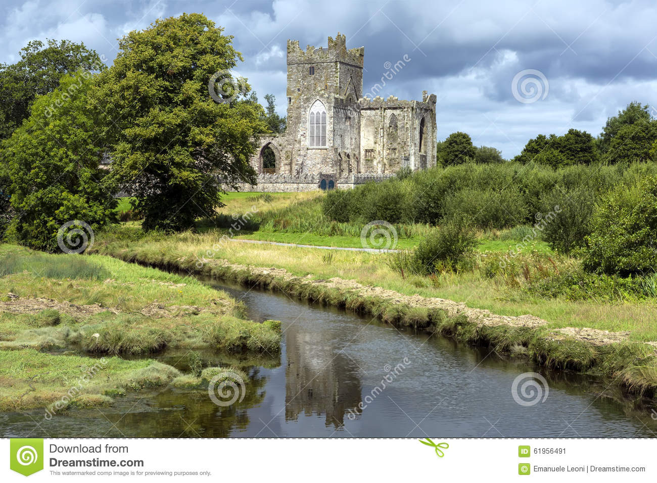 Tintern abbey was a cistercian abbey located on the hook for The wexford