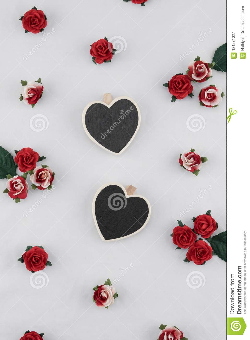 Tiny heart shape blackboard decorate with red rose paper flowers tiny heart shape blackboard decorate with red rose paper flowers mightylinksfo