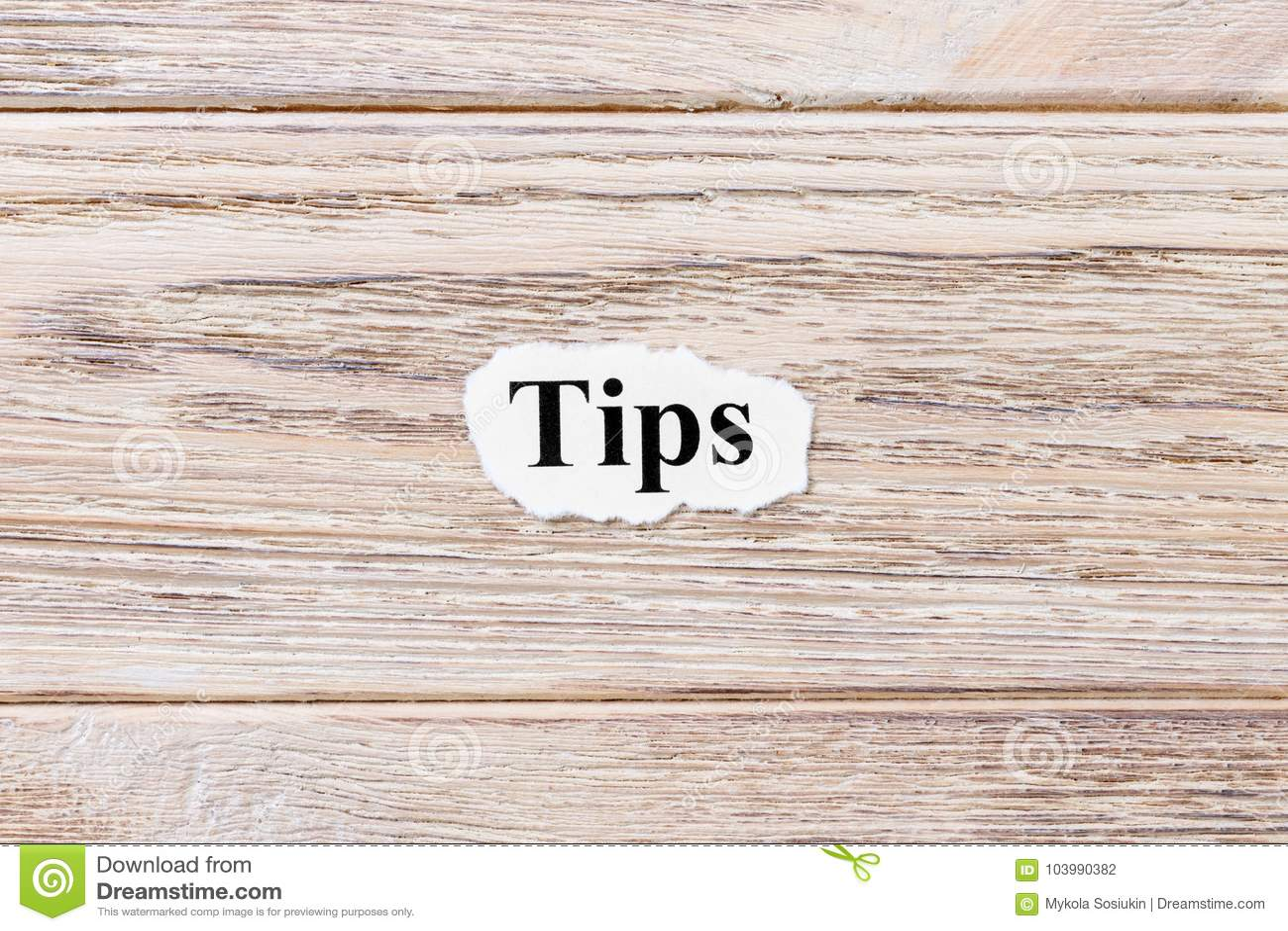 TIP du mot sur le papier Concept Mots des TIP sur un fond en bois