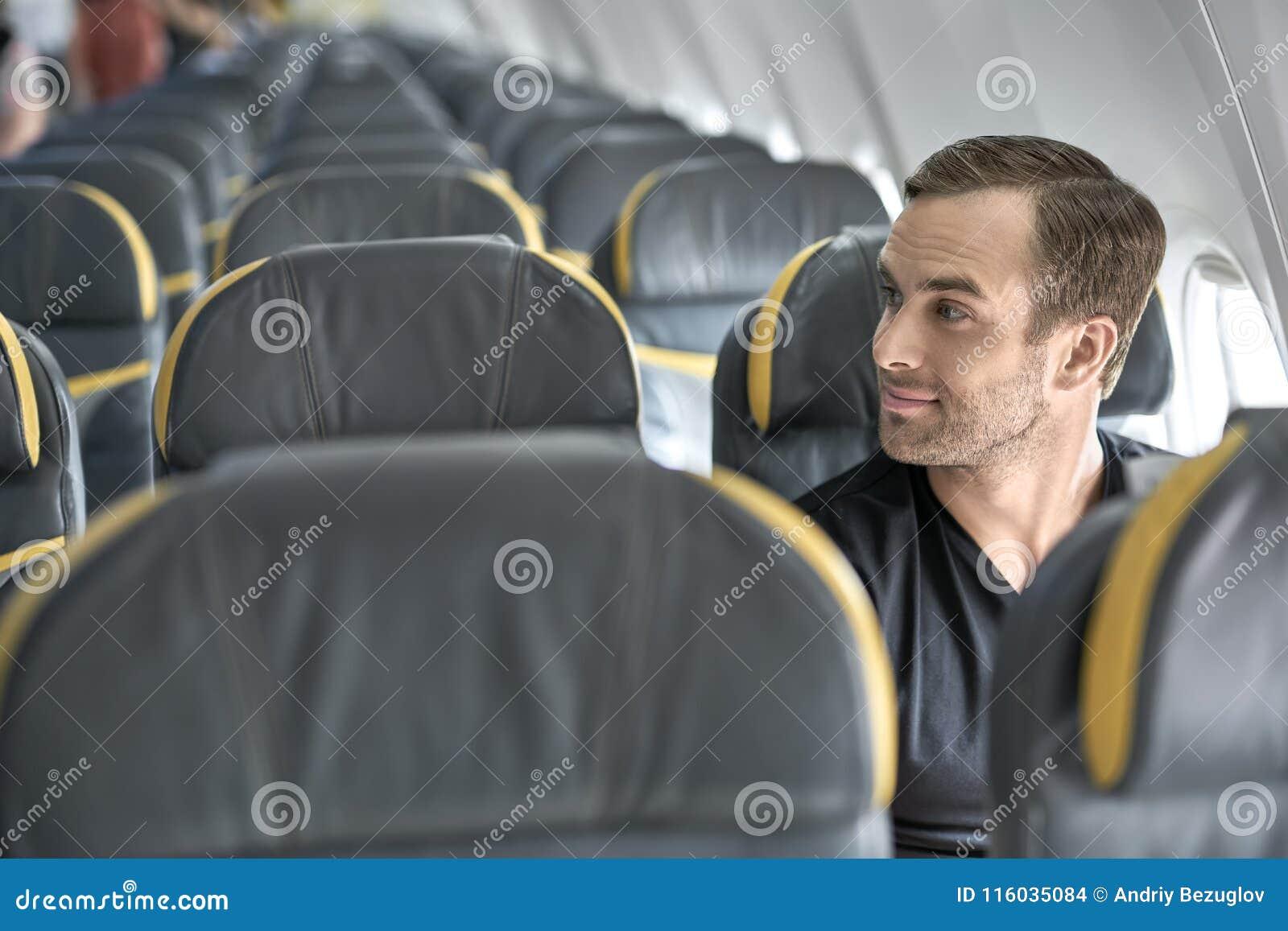 Tipo bello in aeroplano