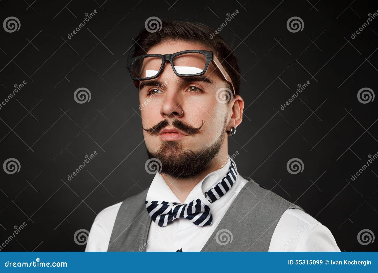 Preferenza Tipo Bello Con La Barba E Baffi In Vestito Immagine Stock  TW83