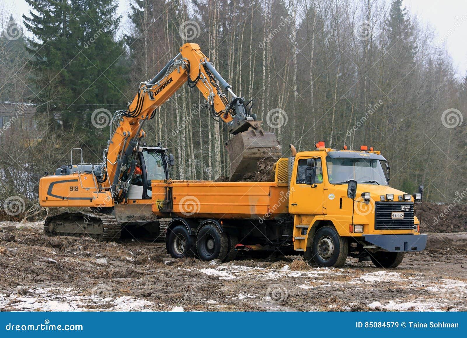 Tipp-Lastwagen Liebherr-Kettenbagger-Loads Sisus SR332