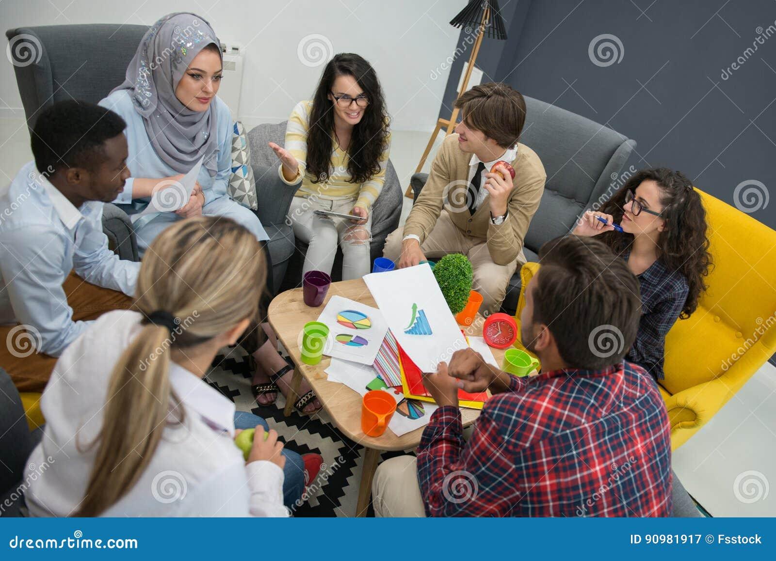 Tiré d un groupe de jeunes professionnels d affaires ayant une réunion