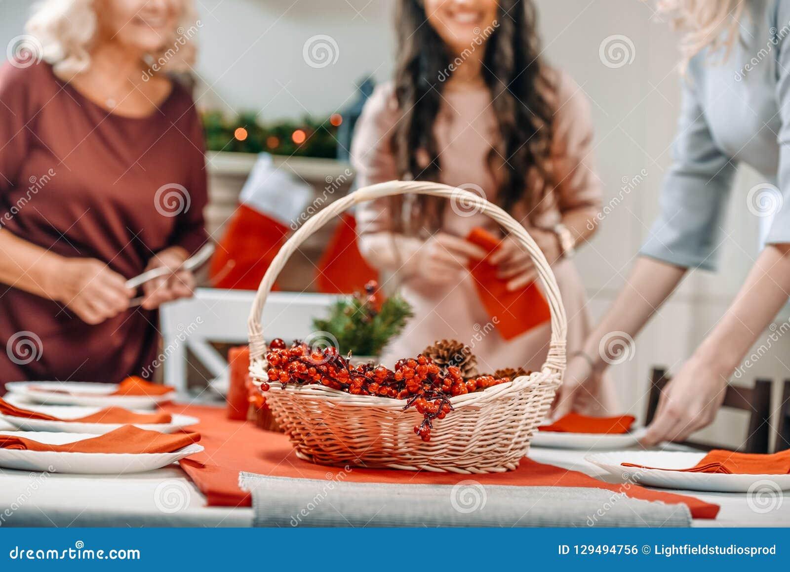 Tir cultivé de la portion et de la décoration de femmes