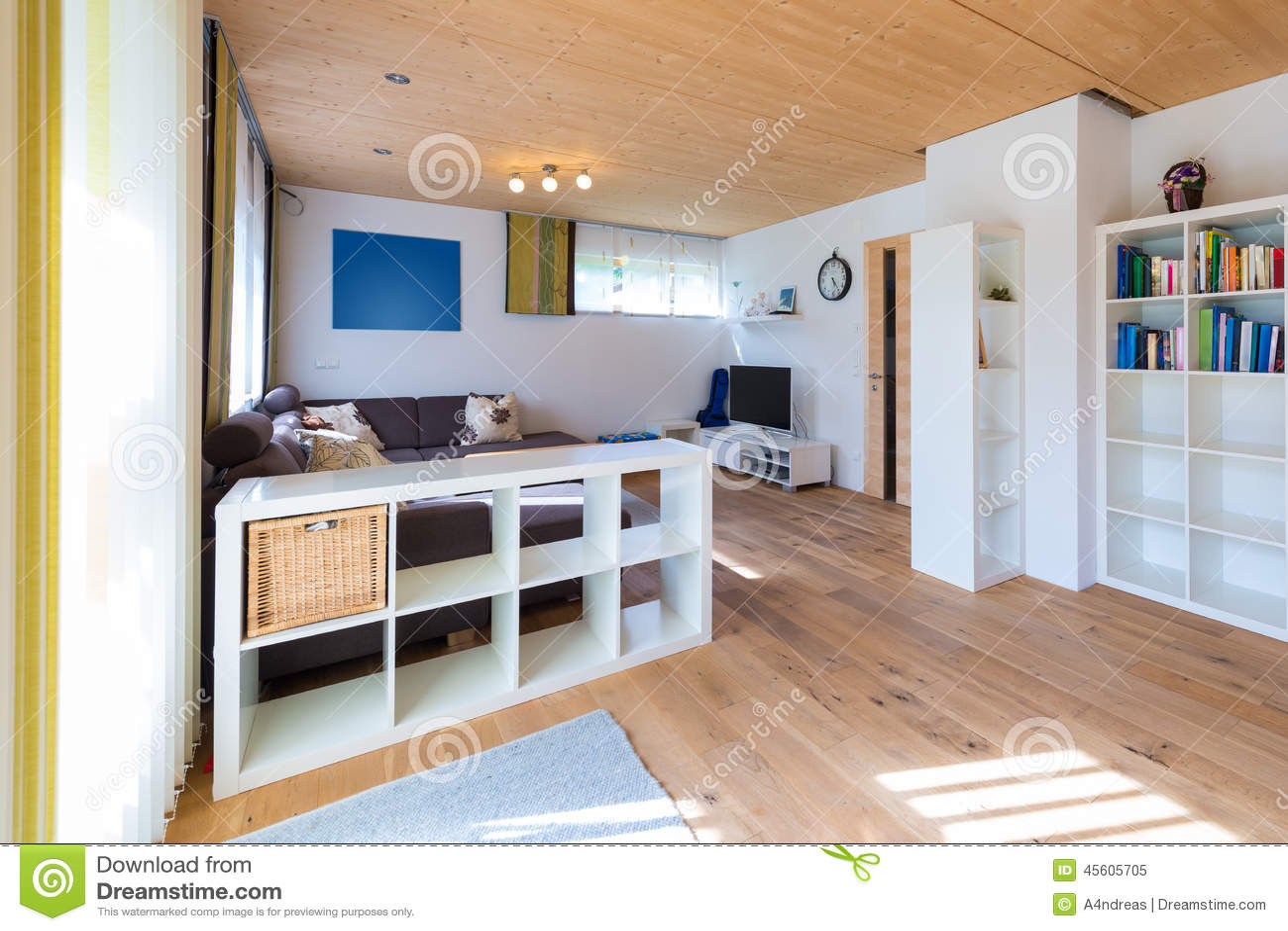 tir d 39 int rieur de salon avec le plancher en bois photo stock image 45605705. Black Bedroom Furniture Sets. Home Design Ideas