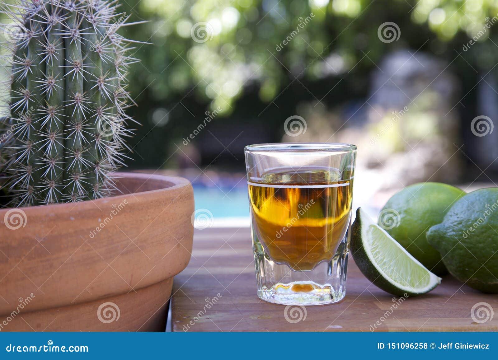 Tir? du tequila avec la limette