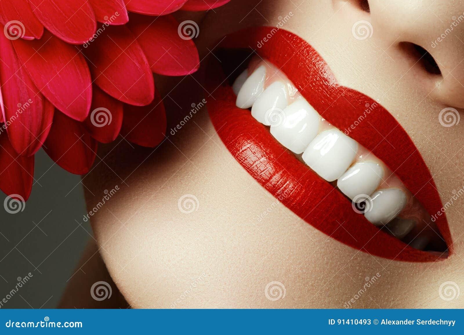 Tir Femme Des Rouge De Sexy À Le Plan Lèvres En Gros Avec 5Lq4ARjc3S