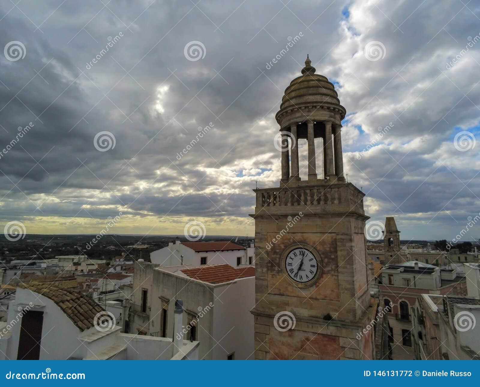 Tir a?rien du Clocktower qui est le symbole de la ville de Noci, pr?s de Bari, dans les sud de l Italie