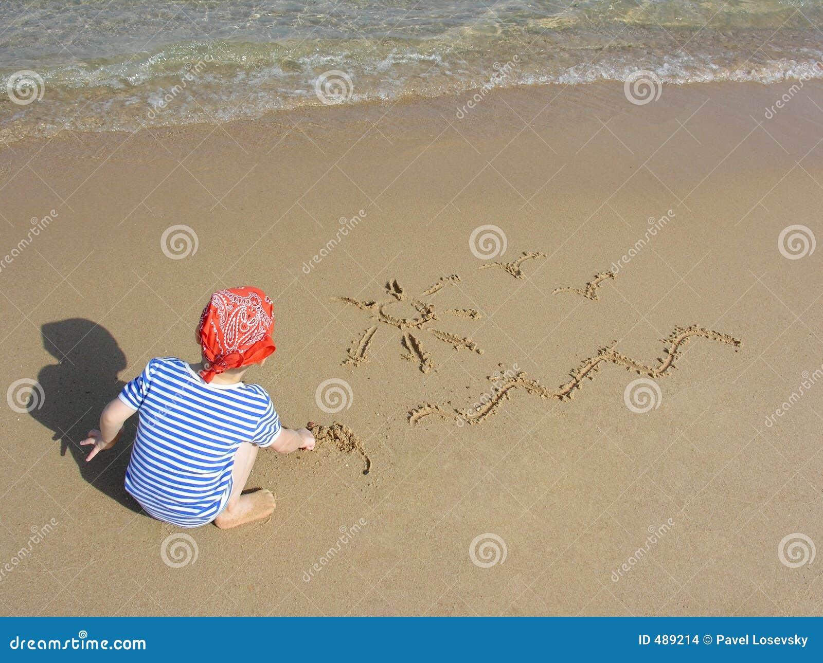 Tiraggio del ragazzo sulla spiaggia