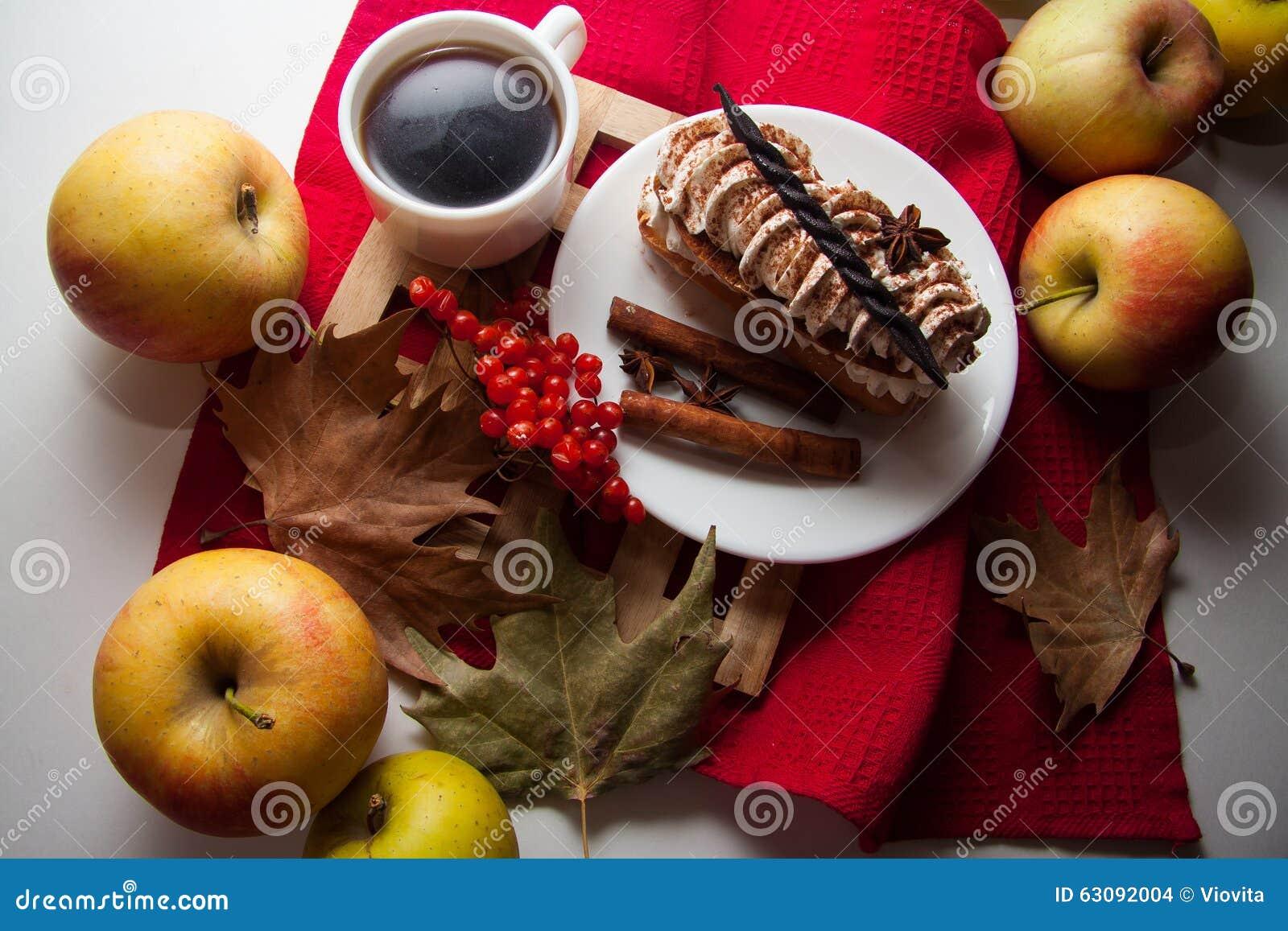 Download Tiramisu crémeux de gâteau photo stock. Image du cuvette - 63092004