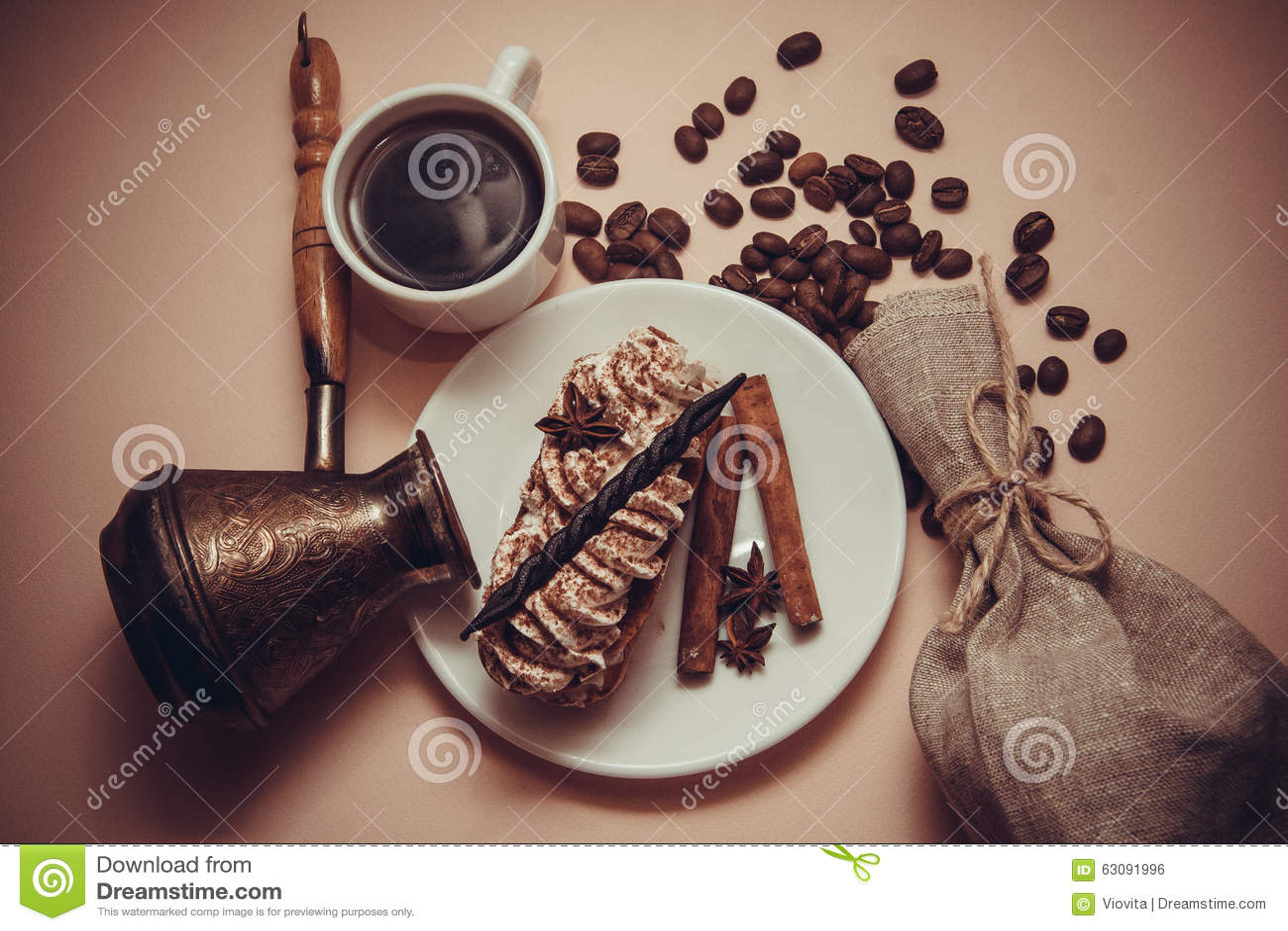 Download Tiramisu De Matin Avec Du Café Et La Cannelle Photo stock - Image du crème, assiette: 63091996