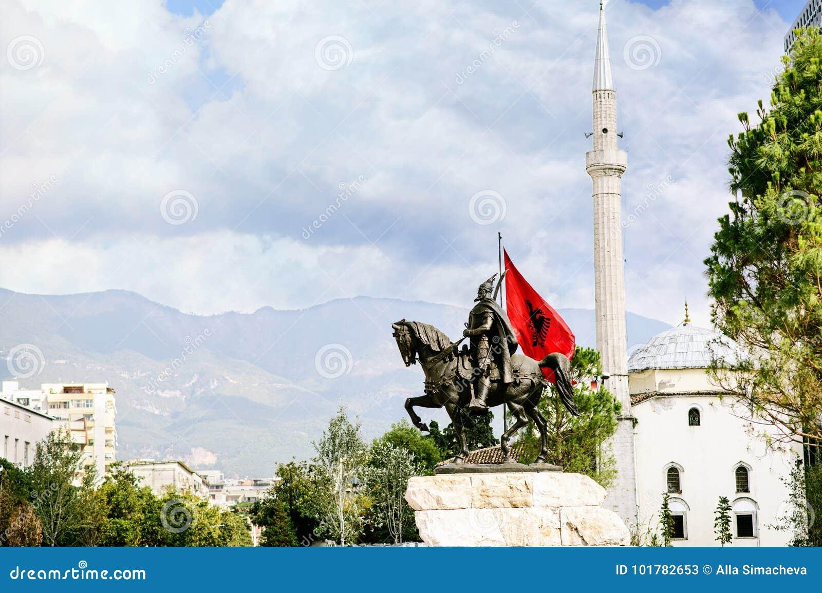 Tirana-Stadtzentrum und die Architektur von Skanderbeg quadriert
