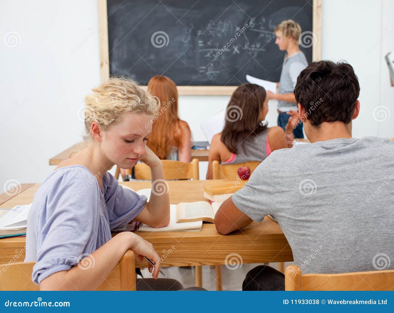 Фото девушек на уроке в школе 4 фотография