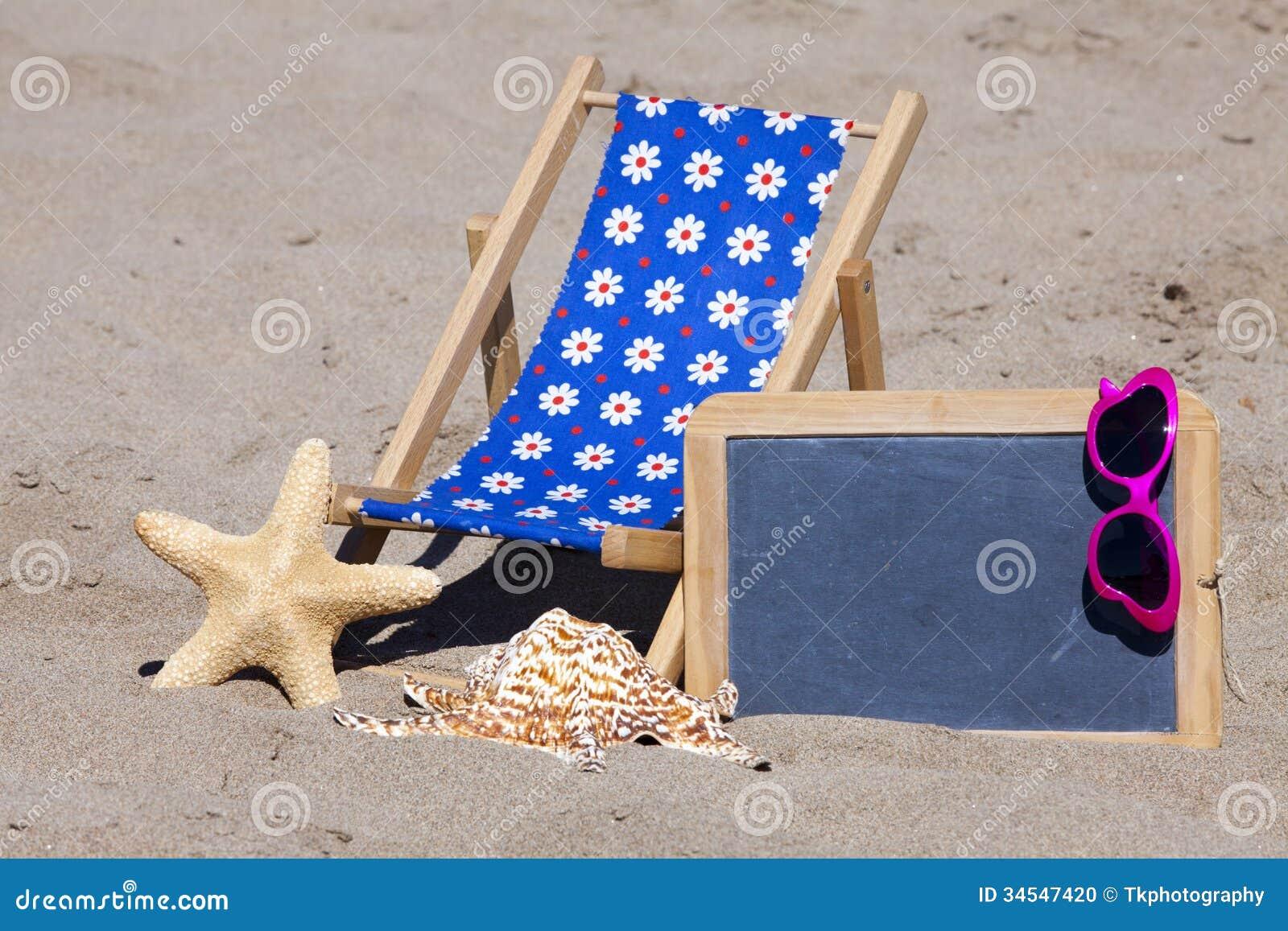Tiri la scena in secco con la sedia gli occhiali da sole e la