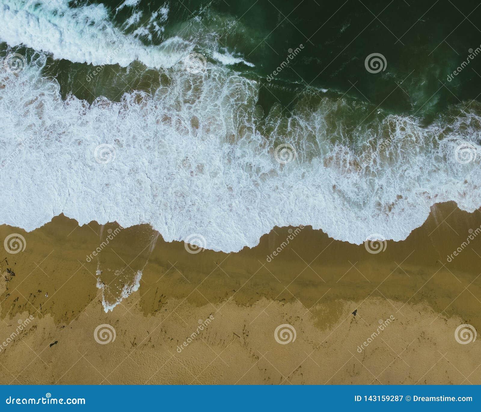 Tiro aéreo da onda do close up