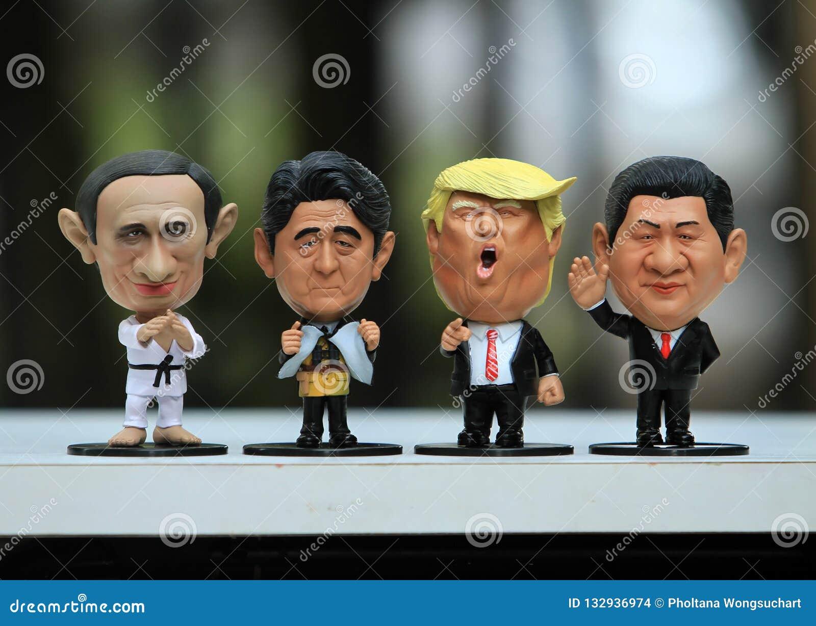 Tiro ascendente cercano de cuatro líderes modelo