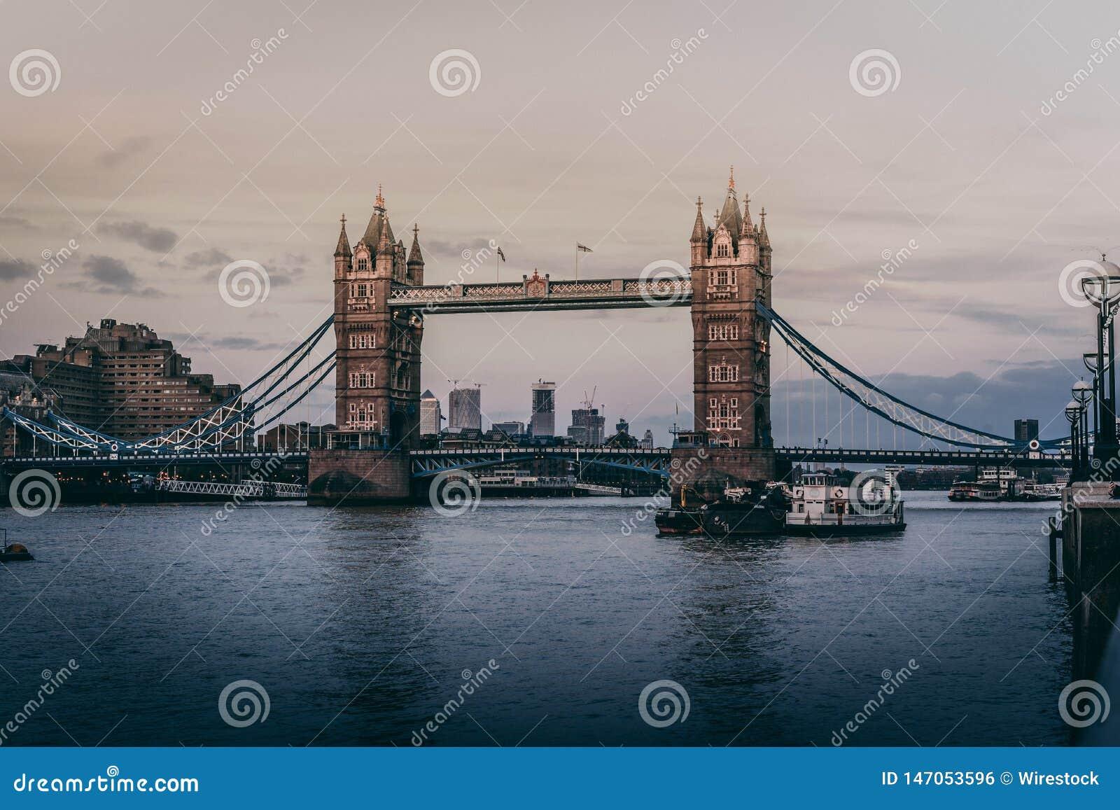 Tiro bonito da ponte da torre em Londres
