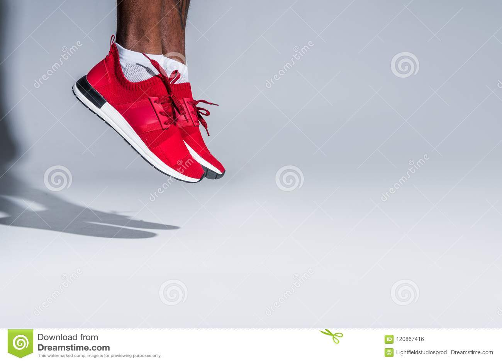 Tiro colhido do desportista afro-americano novo