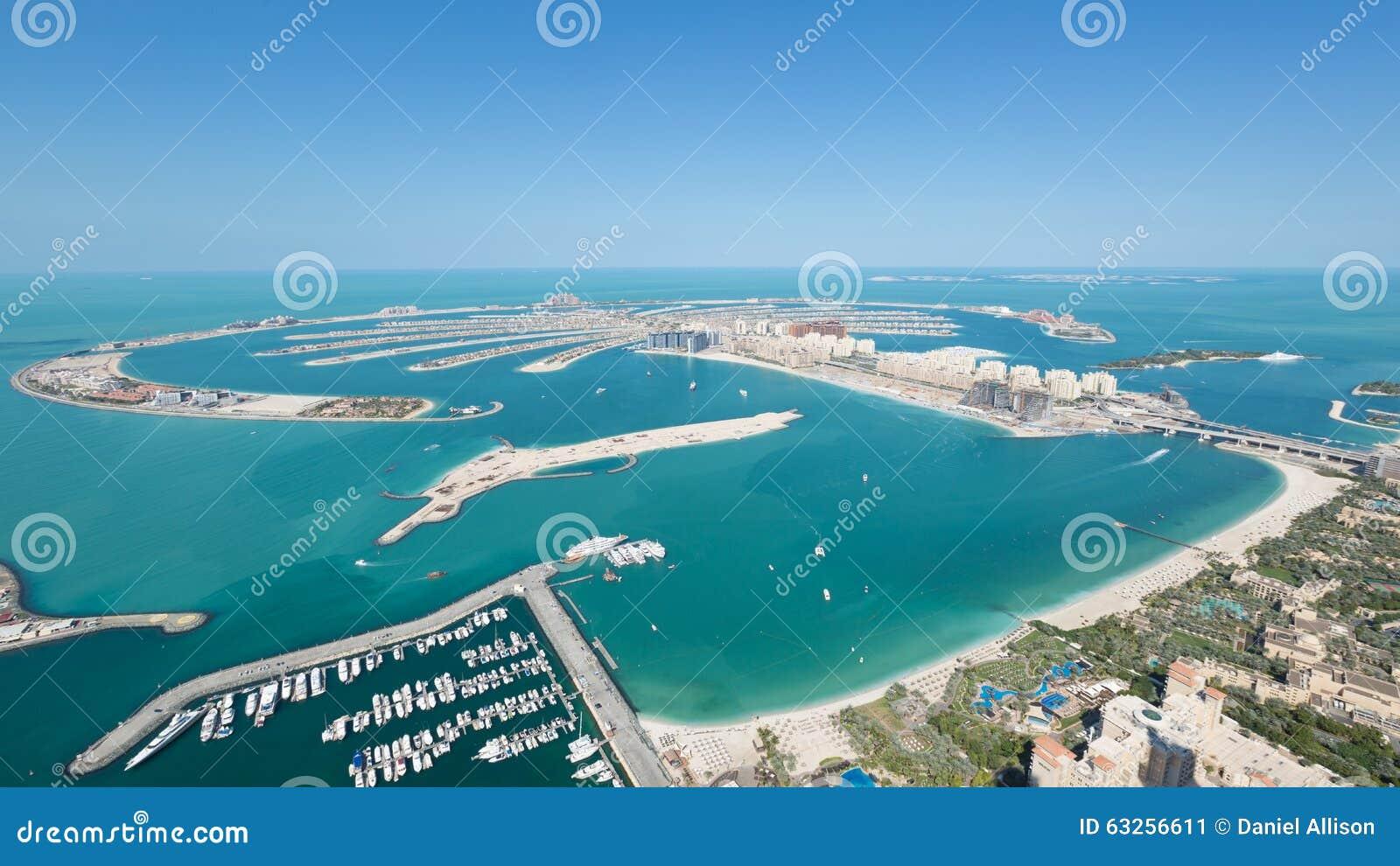 tiro de dubai de la isla de palma de jumeirah del top del tejado de la torre de la princesa en el puerto deportivo de dubai