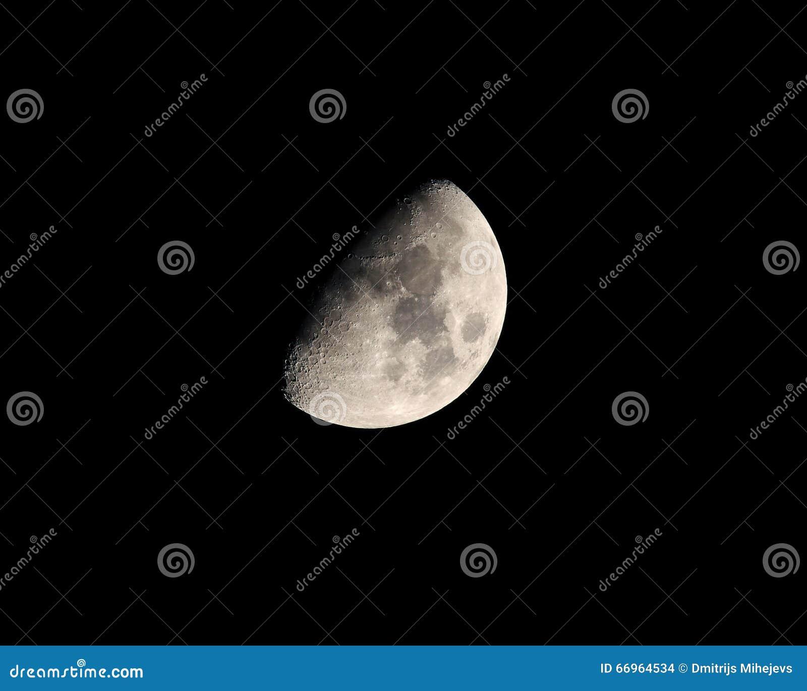 Tiro de luna de alta resolución
