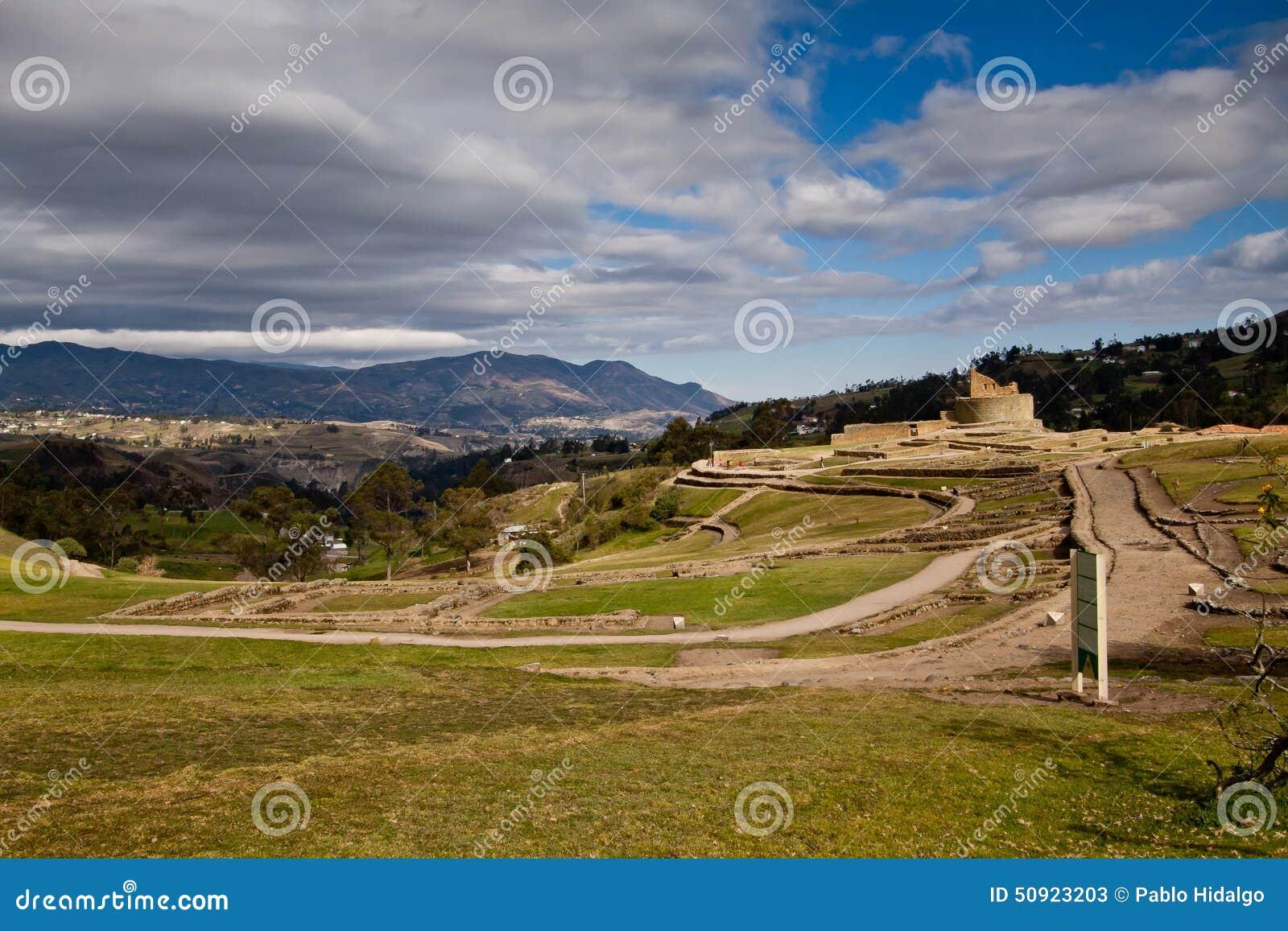 Tiro del paisaje de las ruinas importantes del inca de Ingapirca
