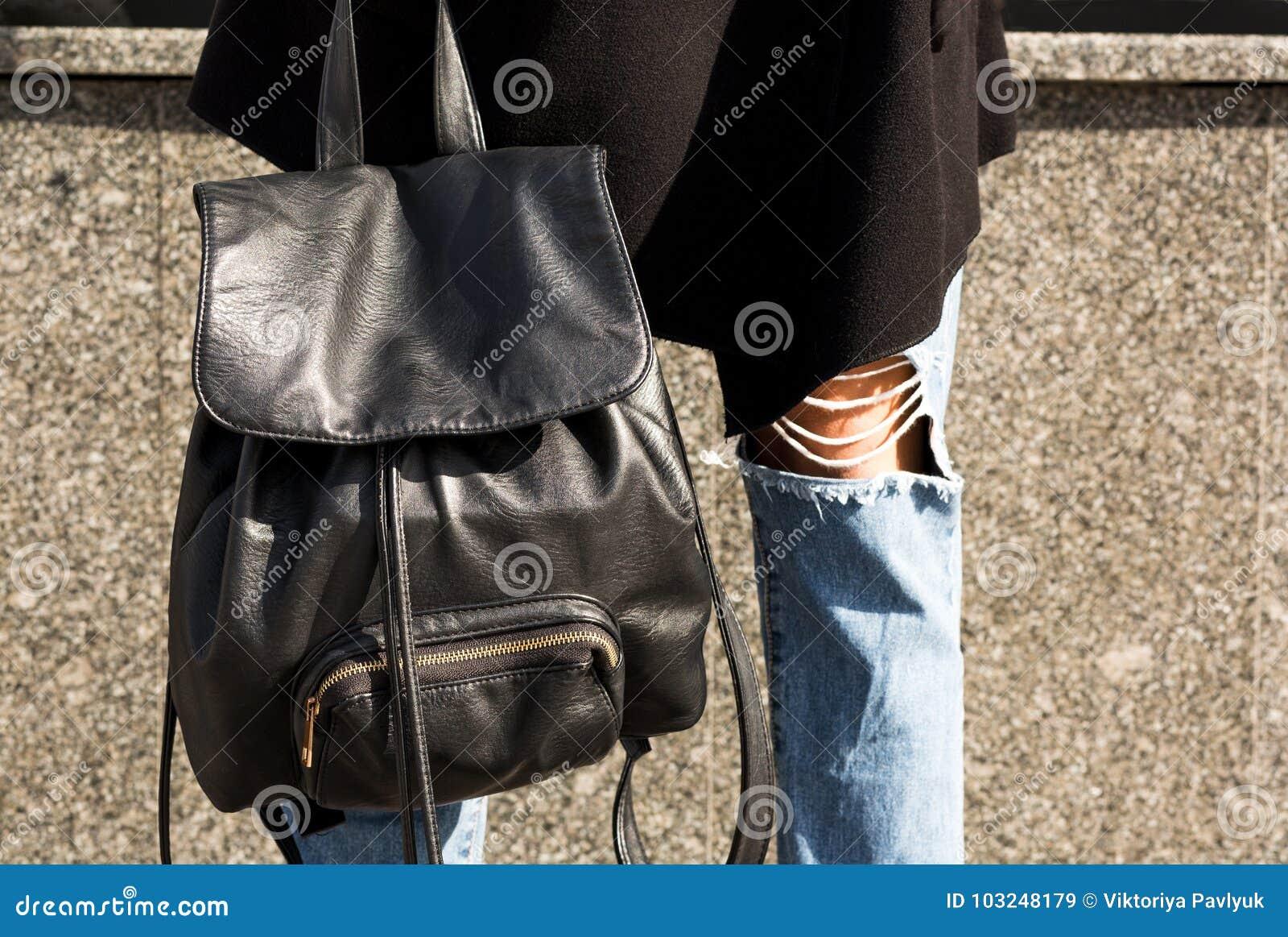 mochil ade la carrera de la mujer contenido