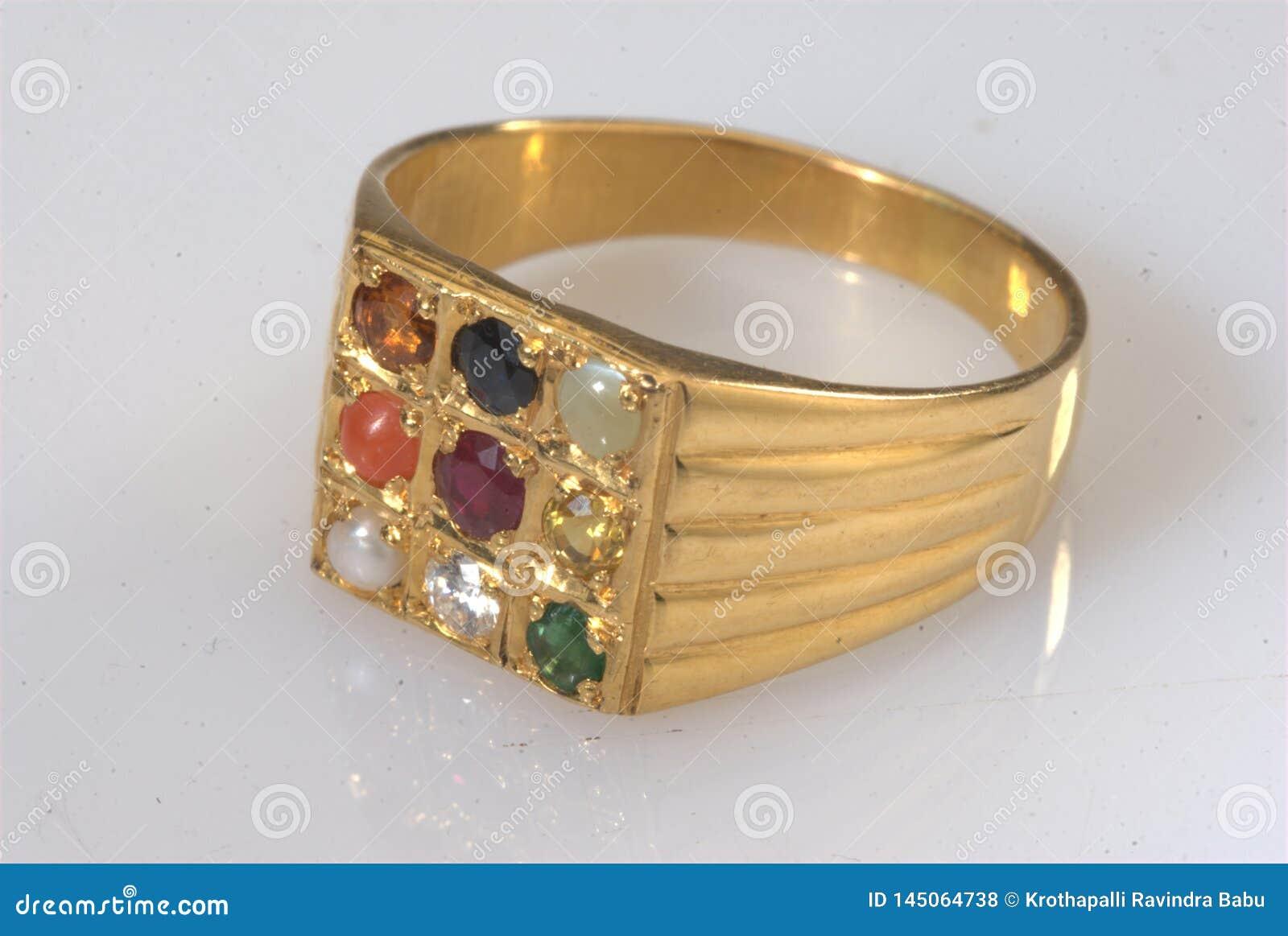 Tiro macro de la joyería india del oro