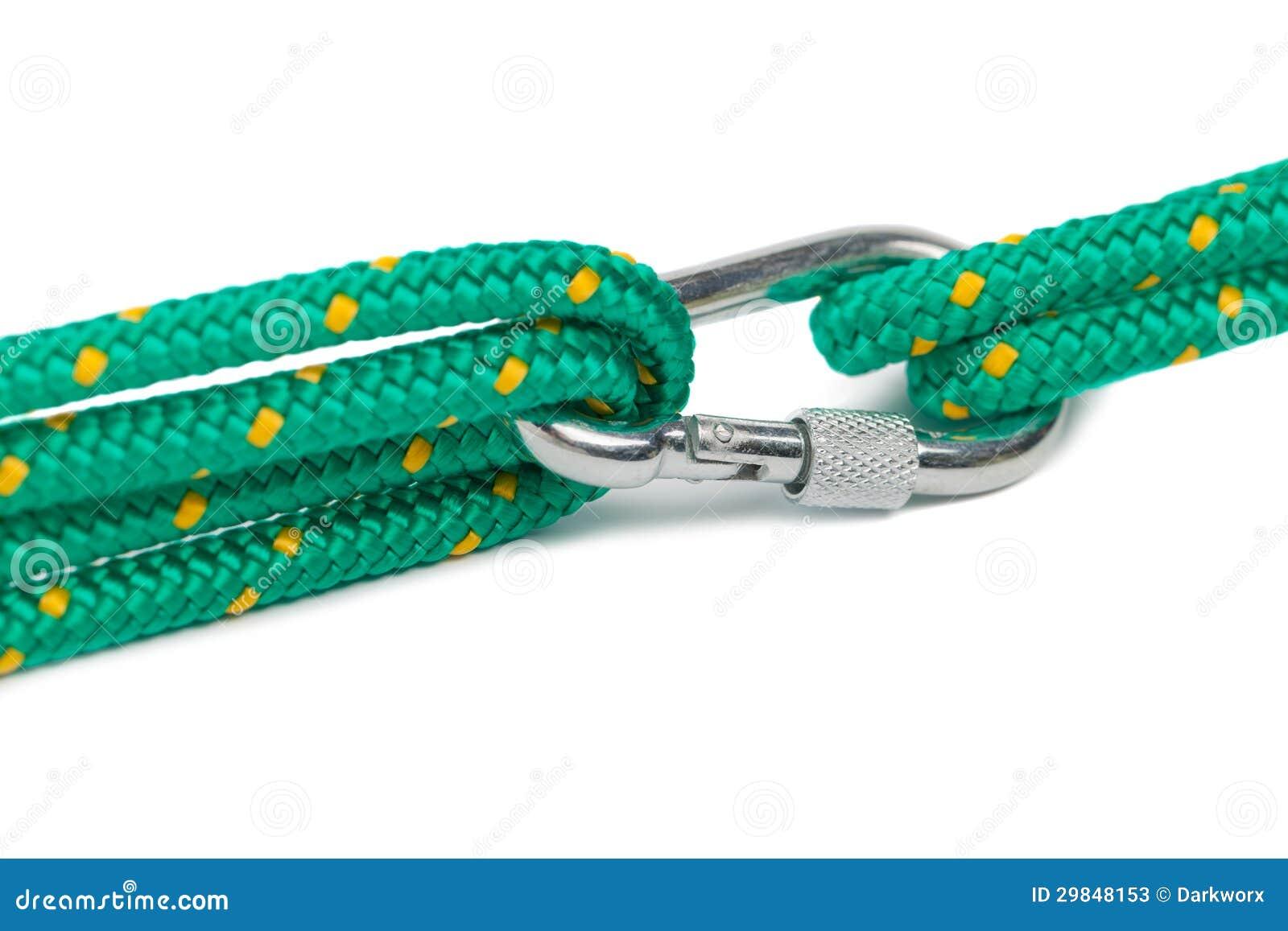 Carabiner com a corda isolada no branco