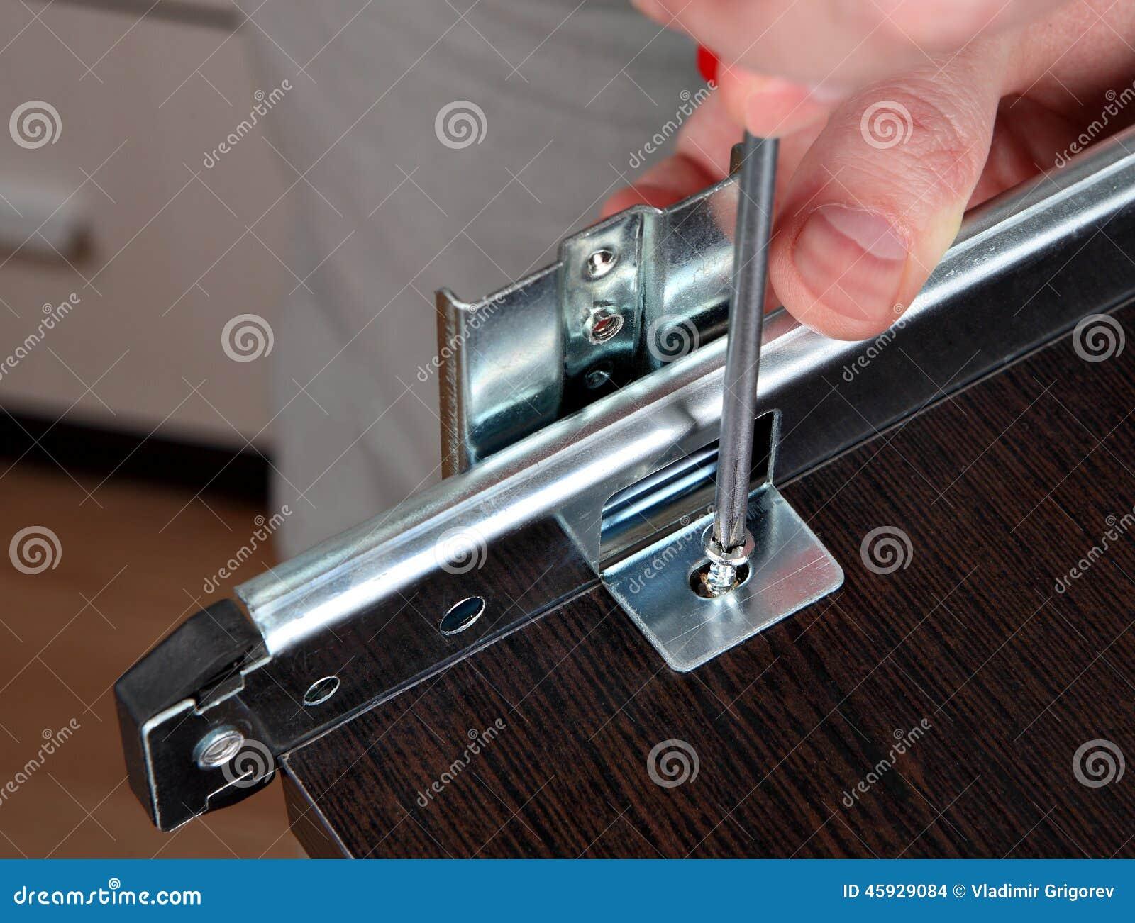 tiroirs de fixation installant le rail de glissi re de. Black Bedroom Furniture Sets. Home Design Ideas