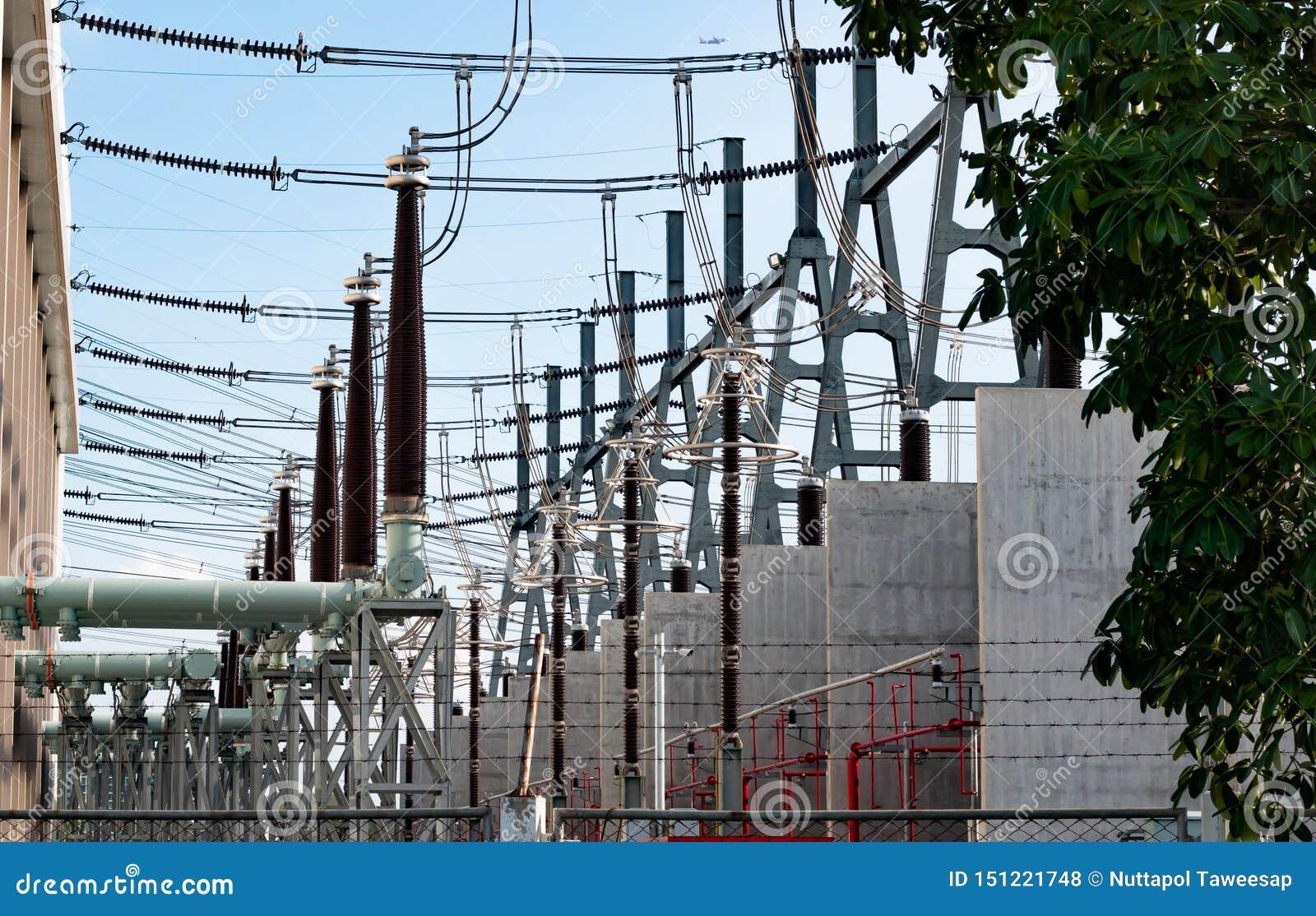 Tiros detalhados de uma central elétrica em Tailândia