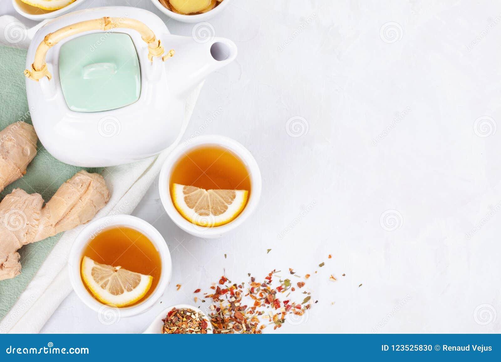 Tisana sana con il limone e lo zenzero Antiossidante, disintossicazione e bevanda di rinfresco