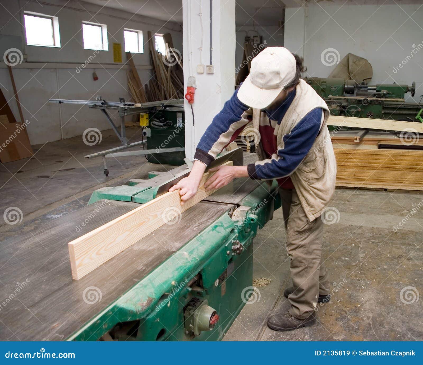 Tischler bei der arbeit  Tischler Bei Der Arbeit. Lizenzfreie Stockbilder - Bild: 2135819