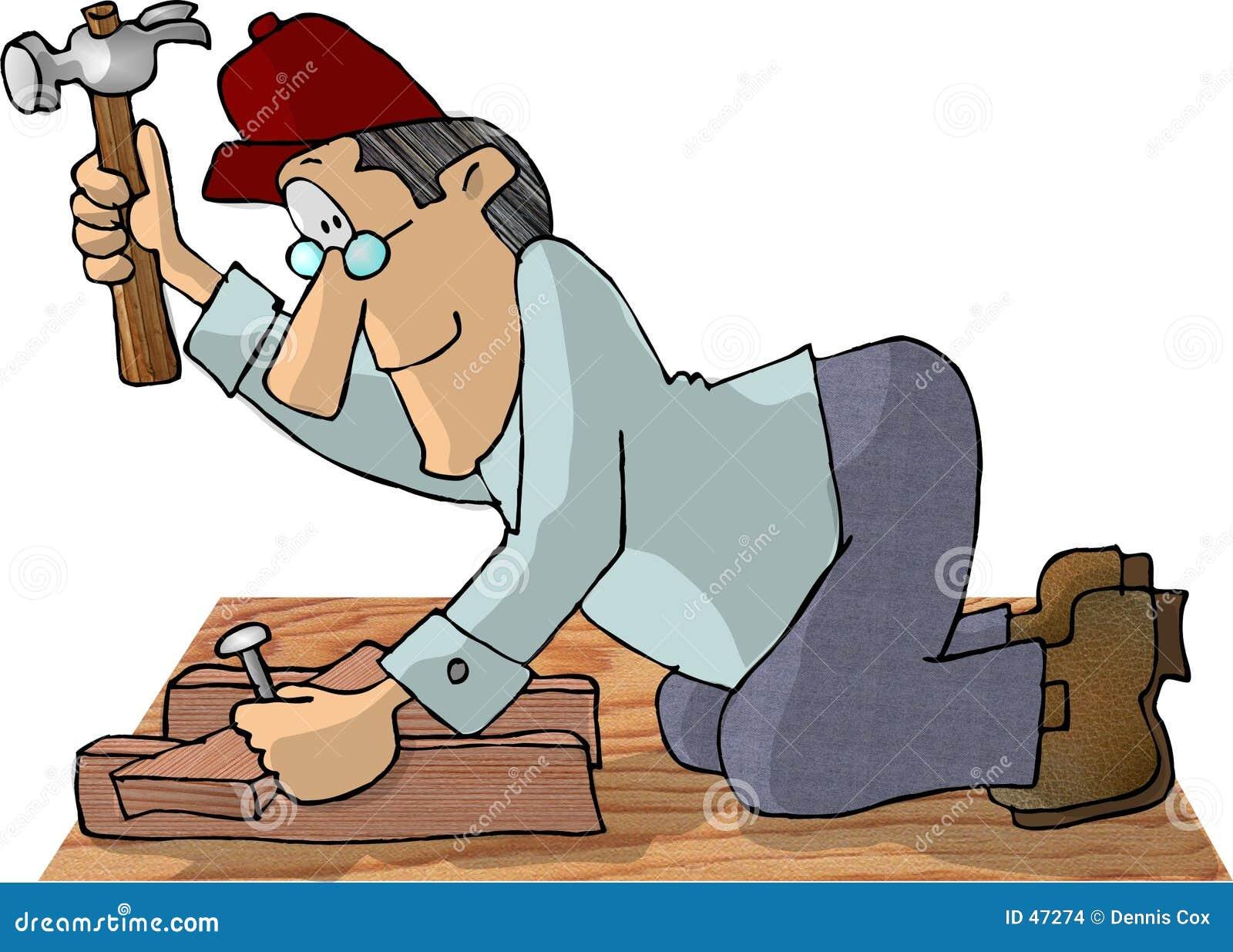 Tischler, der einen Hammer verwendet