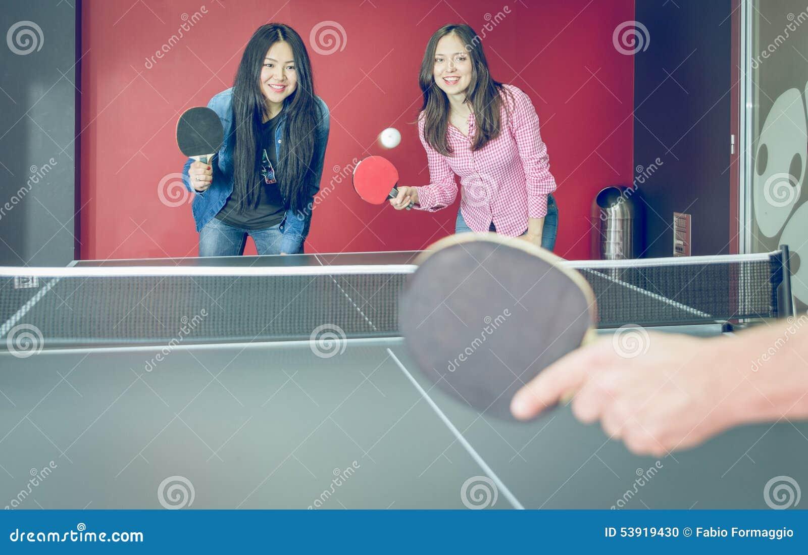 Tischtennismatch zum Spaß