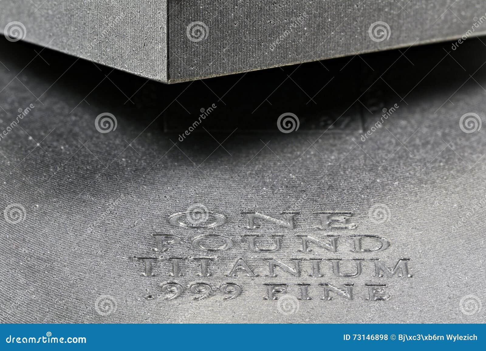 Titanbarren  Titanbarren Stockfoto - Bild: 73146898