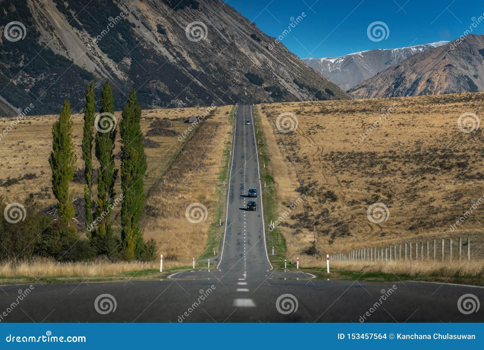 Titre de route dans la vallée au Nouvelle-Zélande