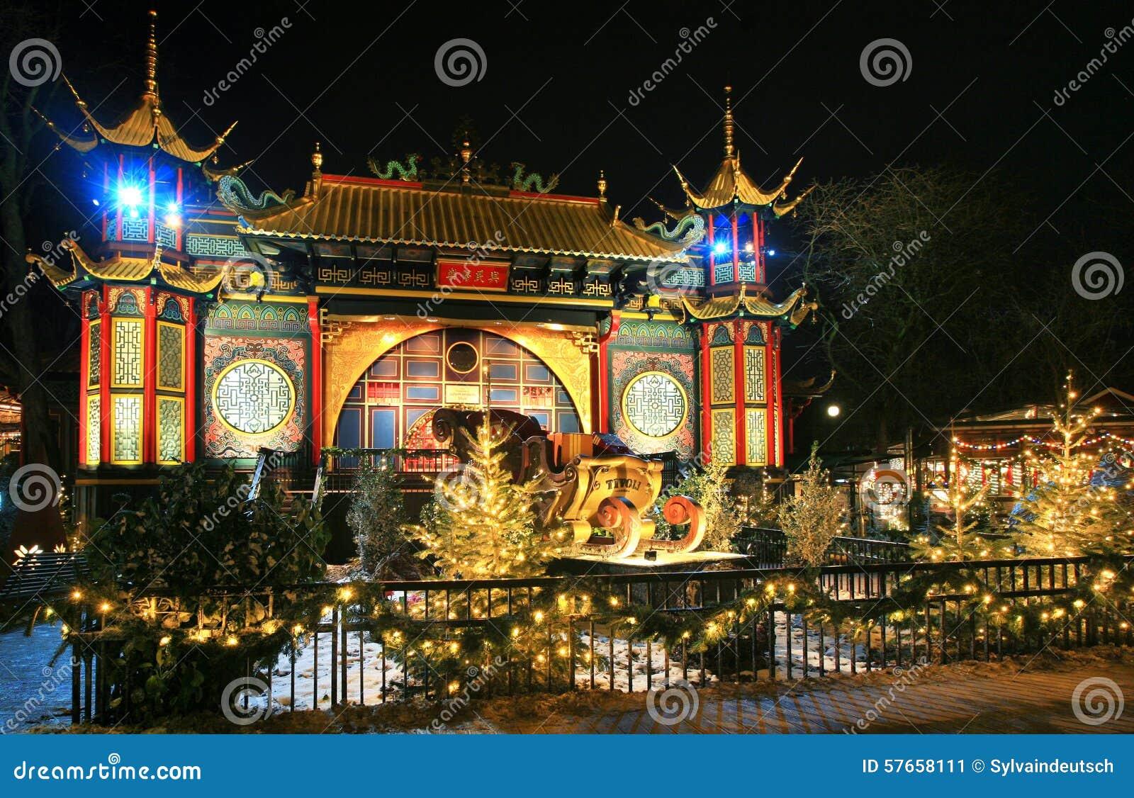 Tivoli ogród, Azjatycki pałac przy nocą