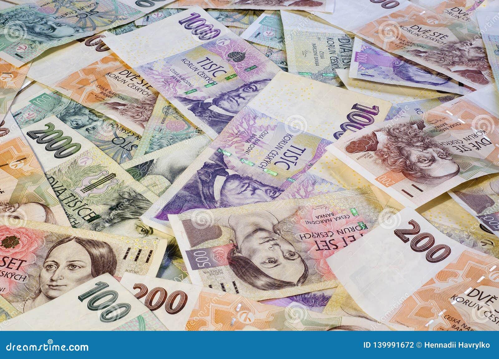 Tjeckiska kronor av olika valörer fördelade ut kaotiskt 4