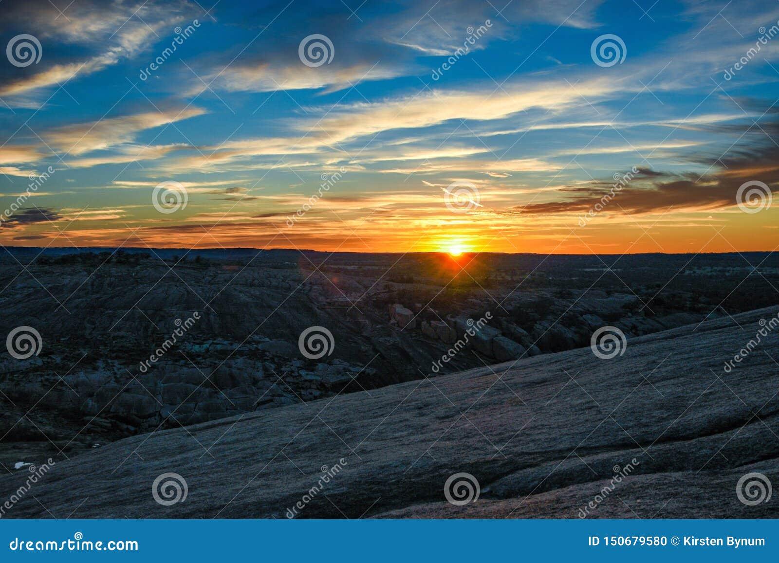 Tjusat vagga solnedgången