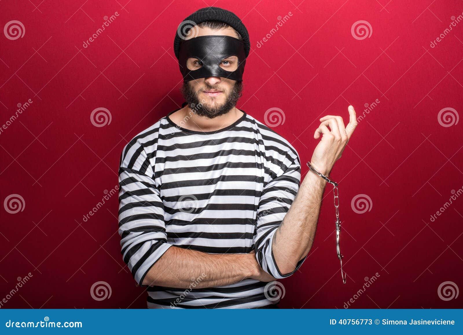 Tjuv som följaktligen arresteras av hans brott