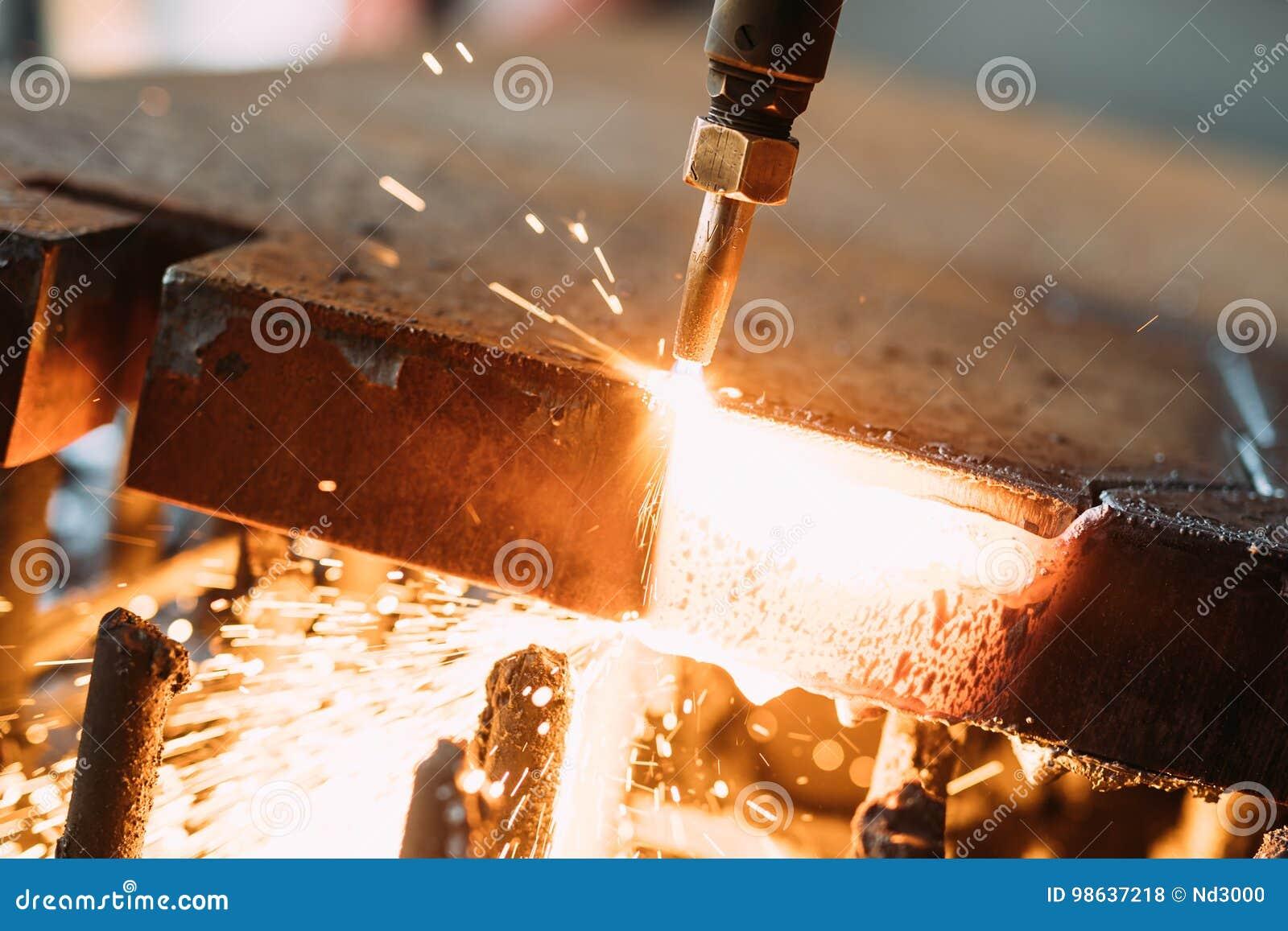 Tlenowa pochodnia ciie stalowego prześcieradło CNC benzynowa tnąca maszyna jasne, iskry