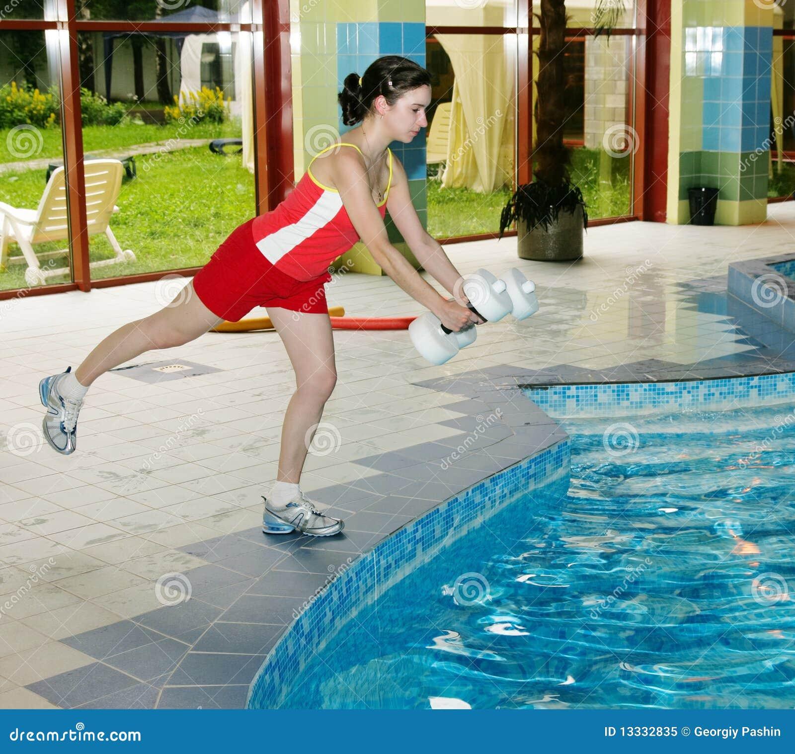 Tlenowcowa aqua instruktora kobieta