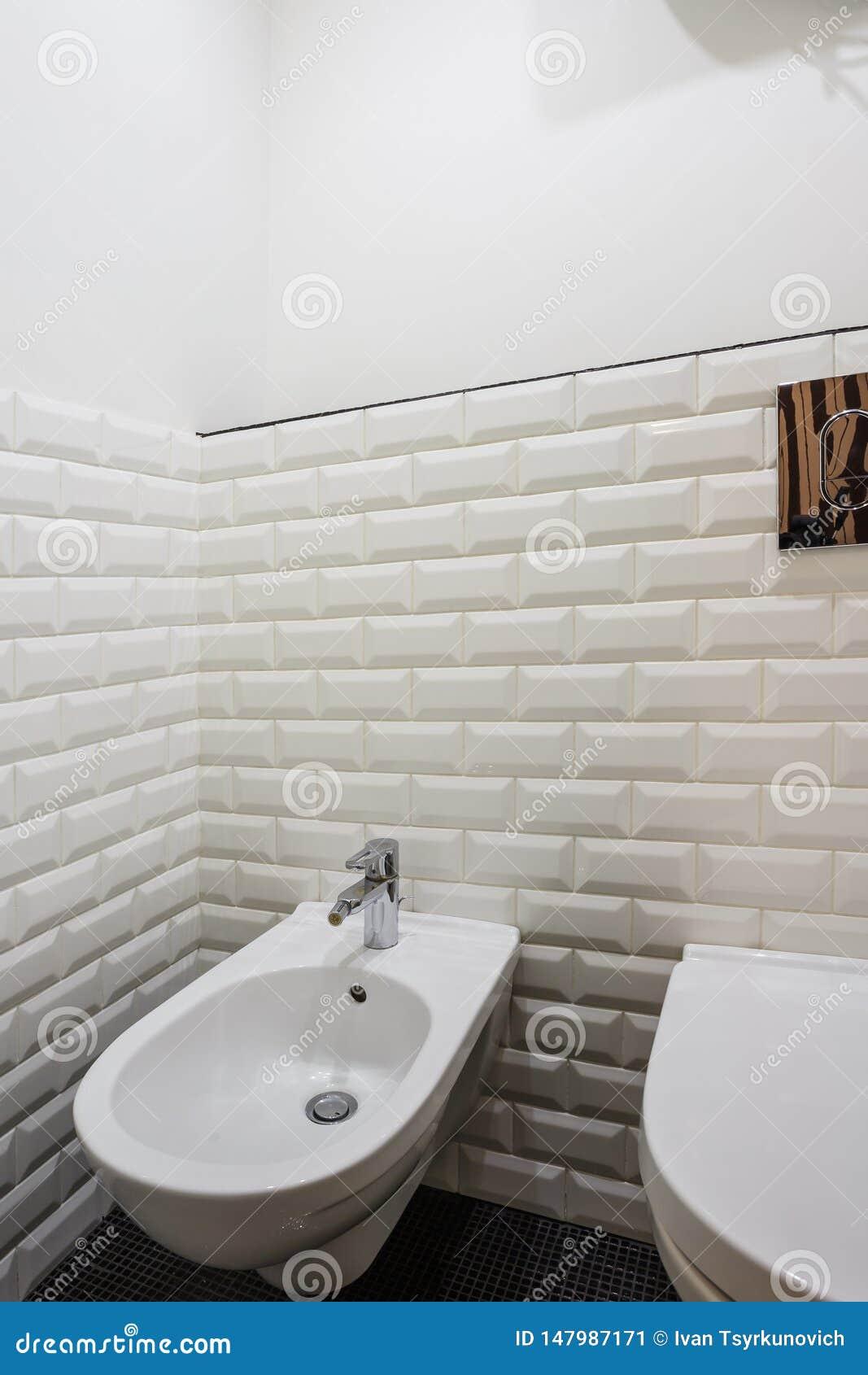Toaleta i szczeg?? naro?nikowy prysznic bidet z ?cienn? g?r? bra? pryszni? doczepianie