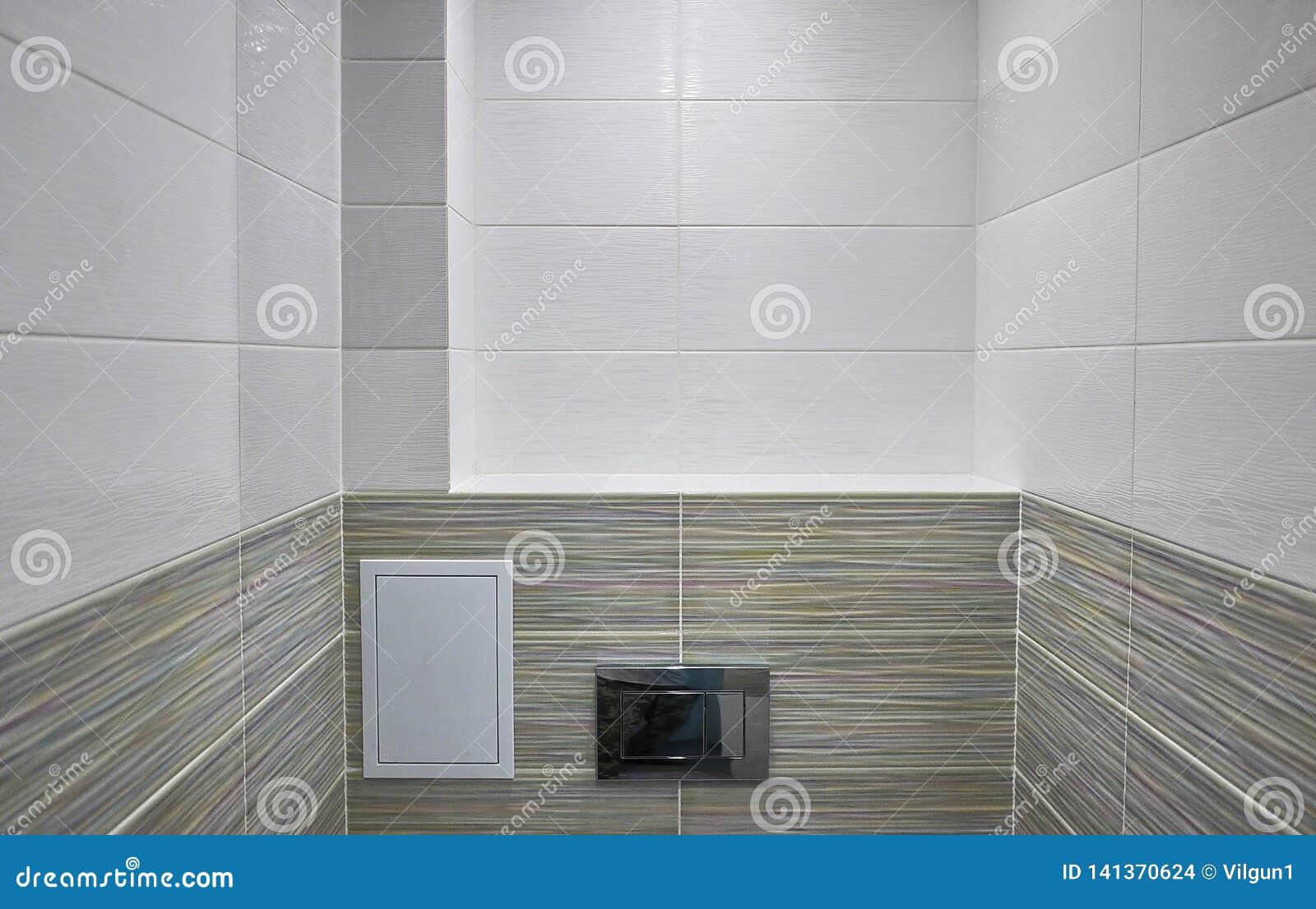Toaletowy projekt z obmurowaną toaletą Obmurowana toaleta zrobi gdy instalacja wszystkie elementy oprócz toalety, chuje
