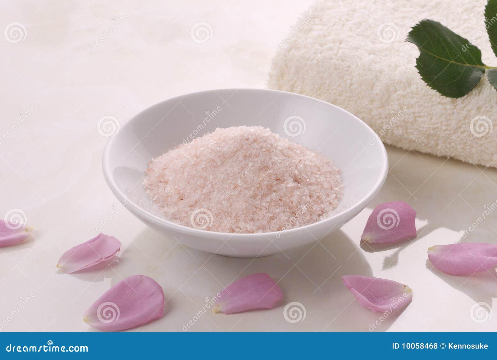 Toalhas e sal cor-de-rosa