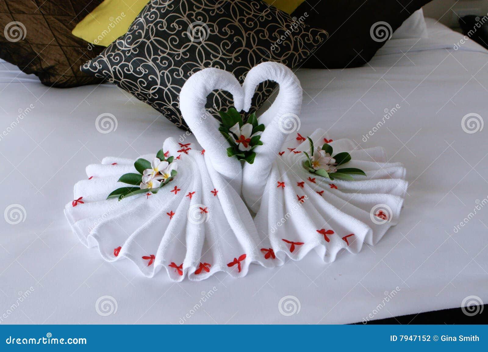 Toallas del cisne foto de archivo imagen de creativo - Decoracion con toallas ...