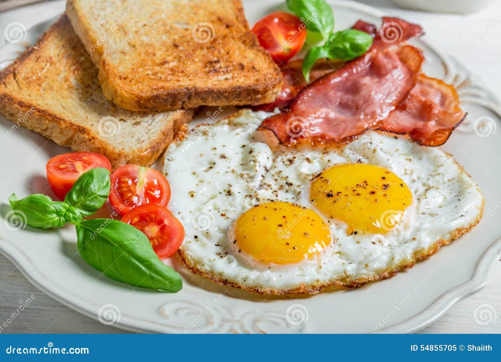 toast eier und speck zum fr hst ck stockbild bild von teller gelb 54855705. Black Bedroom Furniture Sets. Home Design Ideas