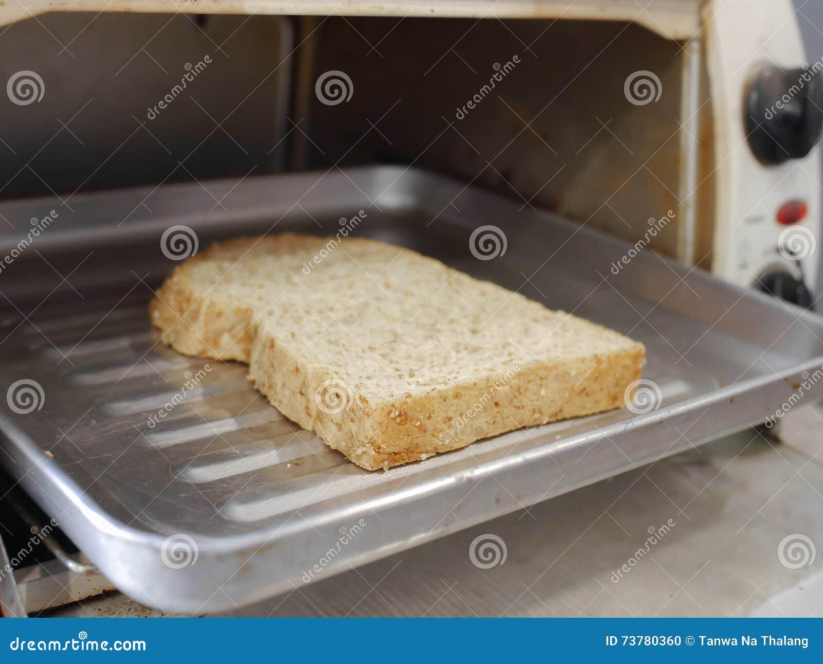 toastbrot gegrillt vom ofen stockfoto bild 73780360. Black Bedroom Furniture Sets. Home Design Ideas